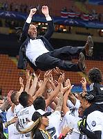 FUSSBALL  CHAMPIONS LEAGUE  FINALE  SAISON 2015/2016   Real Madrid - Atletico Madrid                   28.05.2016 Die Spieler von Real Madrid lassen ihren Trainer Zinedine Zidane hochleben
