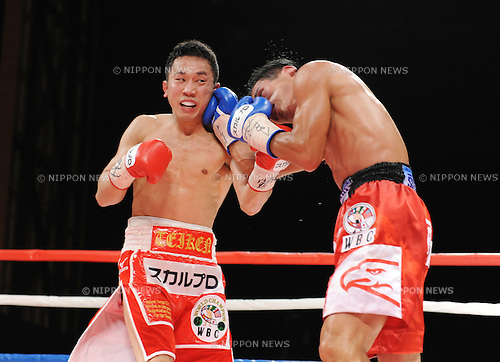 (L-R) Takahiro Aou (JPN), Terdsak Kokietgym (THA),.APRIL 6, 2012 - Boxing :.Terdsak Kokietgym of Thailand hits Takahiro Aou of Japan during the WBC super featherweight title bout at Tokyo International Forum in Tokyo, Japan. (Photo by Mikio Nakai/AFLO)
