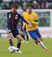 FUSSBALL   INTERNATIONAL   Testspiel    Japan - Brasilien          16.10.2012 Takashi INUI (Japan) gegen KAKA (Brasilien)