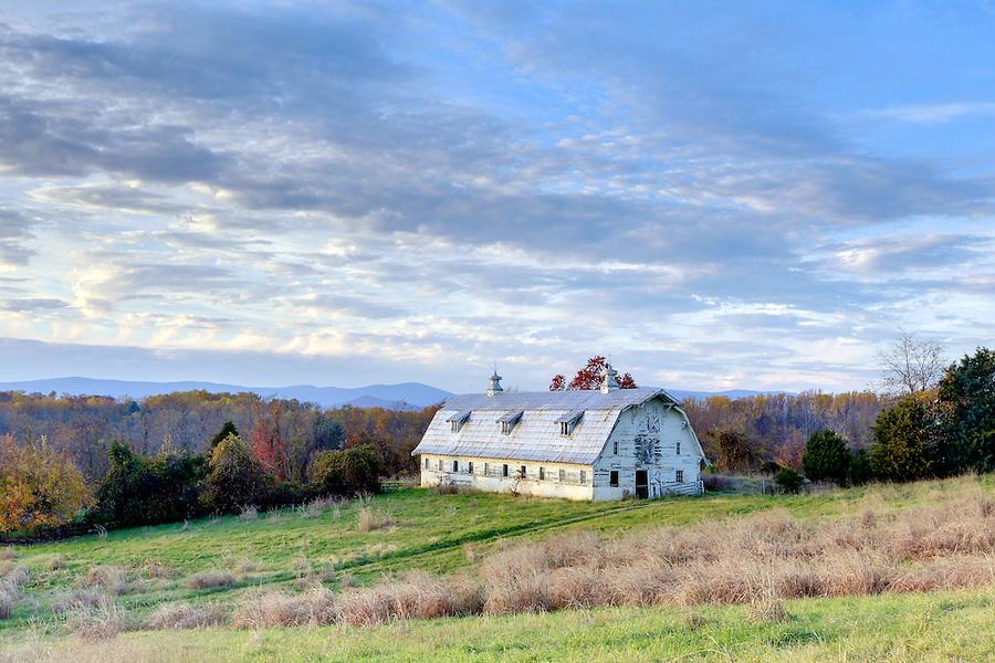 A barn in Albemarle County, Va. Photo/Andrew Shurtleff