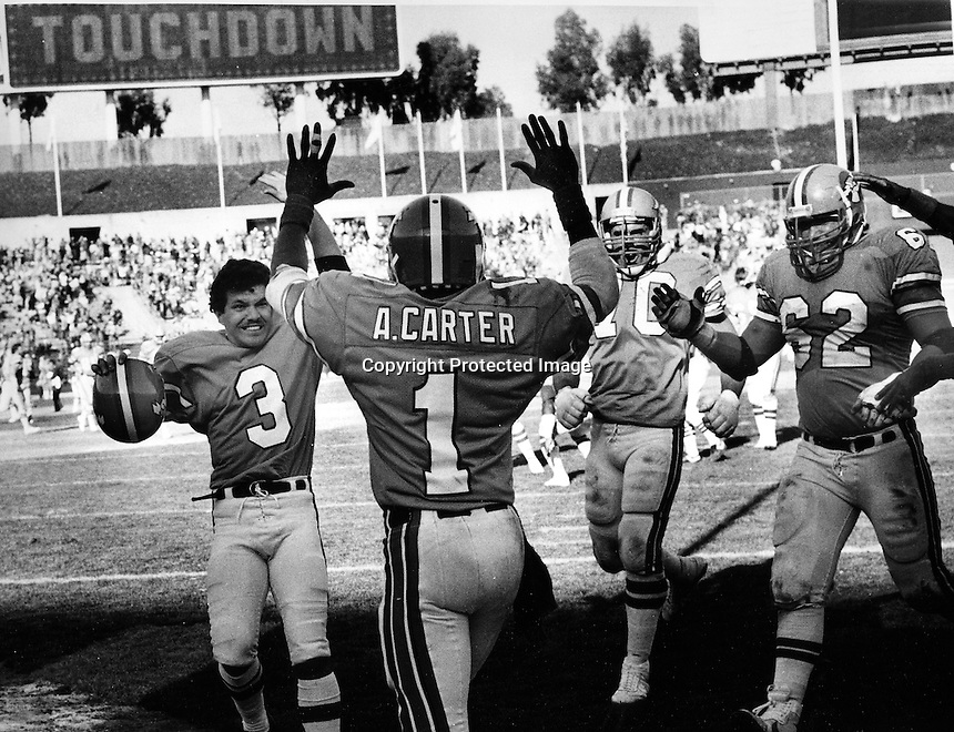 Oakland Invaders Anthony Carter celebrates touchdown, with #3QB Novo Bojovic and #62 Jeff Wiska, and #70 Steve Wright.. (photo Mar3,1985 by Ron Riesterer)