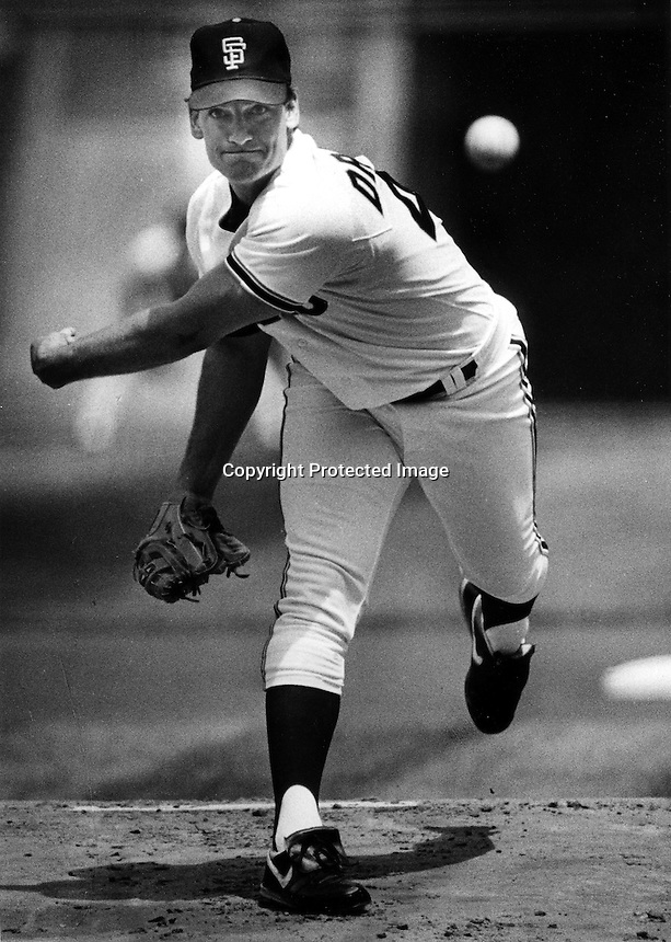 San Francisco Giants pitcher Dave Dravecky<br />