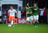 FUSSBALL   1. BUNDESLIGA  SAISON 2012/2013   6. Spieltag   SV Werder Bremen - FC Bayern Muenchen          29.09.2012 Xherdan Shaqiri (FC Bayern Muenchen) gegen Zlatko Junuzovic (li) und Kevin De Bruyne (re, beide SV Werder Bremen)