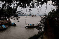 Generic photos of the Hoogli river and Howrah Bridge in Calcutta for story on international boxing referee.Razia Shabnam, Calcutta, West Bengal, India.  Photo by Suzanne Lee for Panos London