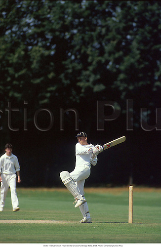 Under 15 Club Cricket Final, Neville Ground, Tunbridge Wells, 9108. Photo: Chris Barry/Action Plus...1991.cricket.child.children.boy.boys.youth.youths.teenager.teenagers.Youngster.Youngsters.childrens sport.children's sport