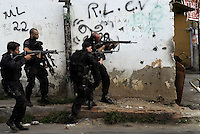 Policemen take position during a operation at Vila Cruzeiro slum, Rio de Janeiro, Brazil, November 25, 2010. Authorities in Rio de Janeiro try to control a fourth day of violence apparently orchestrated by drug gang members who have attacked police stations and burned cars in Rio de Janeiro city as protest by traffickers after being forced from their turf by police occupations of more than a dozen slums in the past two years..(Austral Foto/Renzo Gostoli)