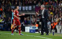 FUSSBALL  CHAMPIONS LEAGUE  HALBFINALE  RUECKSPIEL  2012/2013      FC Barcelona - FC Bayern Muenchen              01.05.2013 Franck Ribery (li) diskutiert mit Trainer Jupp Heynckes (re, beide FC Bayern Muenchen)