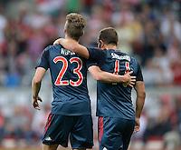 Fussball  International   Audi Cup 2013  Saison 2013/2014   31.07.2013 FC Bayern Muenchen 2-0 Sao Paulo FC  Xherdan Shaqiri (FC Bayern Muenchen) umarmt Mitchell Weiser (FC Bayern Muenchen)