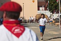 Europe/France/Aquitaine/64/Pyrénées-Atlantiques/Pays-Basque/Saint-Palais: Festival de force basque, Porteur de sac [Non destiné à un usage publicitaire - Not intended for an advertising use]