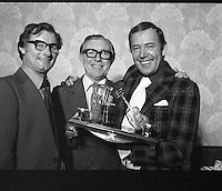 1977 - Val Doonican VATS Award    (L45)