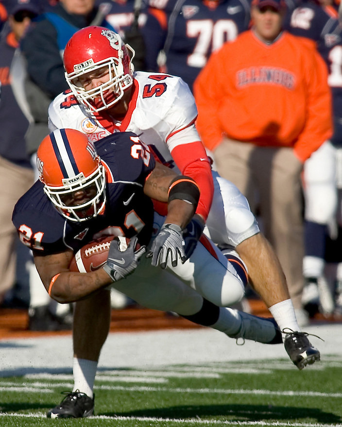 December 5, 2009 - Champaign, Illinois, USA -  Fresno State linebacker Ben Jacobs (54) tackles Illinois running back Jason Ford (21) in the game between the University of Illinois and Fresno State at Memorial Stadium in Champaign, Illinois.  Fresno State defeated Illinois 53 to 52..