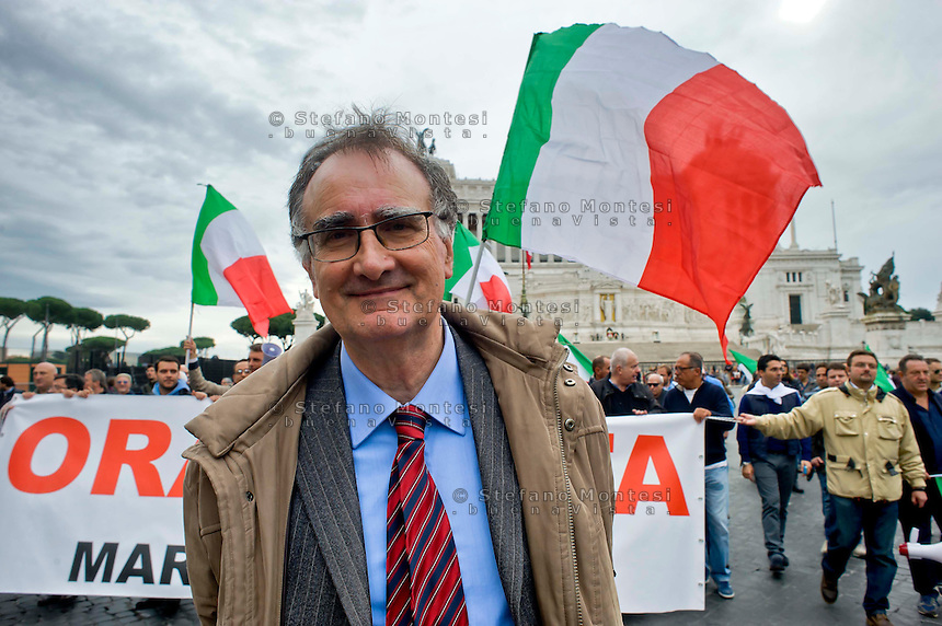 Roma 15 Novembre 2014<br /> Manifestazione, organizzata dai comitati di quartiere delle periferie  di Roma contro l'amministrazione del sindaco Ignazio Marino.  Adriano Tilgher (C) Fronte Nazionale (FN) <br /> Rome November 15, 2014<br /> Demostration organized by neighborhood associations in the suburbs of Rome against the administration of Mayor Ignazio Marino.  Adriano Tilgher (C) National Front (FN)