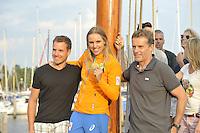 ZEILEN: WARTEN: 27-08-2016, Huldiging Marit Bouwmeester, Marit met broer Roelof (links) en coach Jaap Zielhuis, ©foto Martin de Jong