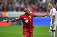 FUSSBALL CHAMPIONS LEAGUE  SAISON 2015/2016 VIERTELFINALE HINSPIEL FC Bayern Muenchen - Benfica Lissabon         05.04.2016 Arturo Vidal (FC Bayern Muenchen) seinen Treffer zum 1:0