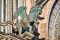 Bronze statue of a lion representing the the Evangelist Mark created by Maitani and collaborators between 1325 and 1330 on the14th century Tuscan Gothic style facade of the Cathedral of Orvieto, designed by Maitani, Umbria, Italy