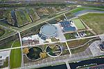 Nederland, Amsterdam, Westerpark, 16-04-2008; de gerenoveerde gebouwen op het terrein van de voormalige Westergasfabriek; het ernstige vervuilde terrein is inmiddels gesaneerd en vormt het nieuwe Westerpark; de voormalige fabrieksgebouwen hebben een culturele bestemming gekregen; close up van de Gashouder (landmark), de vijvers zijn de fundamenten van de vroegere andere gashouders; manifestaties, tentoonstelling, expositie, cultuur, industrieel en cultureel erfgoed; milieu, bodemverontreiniging, gif zie ook andere (lucht)foto's van deze lokatiethe renovated buildings on the site of the former Westergasfabriek, the seriously polluted area has been remediated and is now the new Westerpark; the former factory buildings are now used for cultural destinations;.bottom of the image: the Gasholder, the ponds are the foundations of the other former gasholders; the western park area is used for events, exhibition, exhibition, cultural, industrial and cultural heritage...  .luchtfoto (toeslag); aerial photo (additional fee required); .foto Siebe Swart / photo Siebe Swart