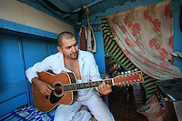Onéa Dinu Calin, 35 years, a third-generation beekeeper, lives in the Maramures and migrates during four months, from April through the end of July. He is a musician who never travels without his guitar. He cannot wait for mid-July when he plays with his band in the clubs of Neptune in the South of Constantia on the Black Sea. His assistant will keep watch over his stock during that time.