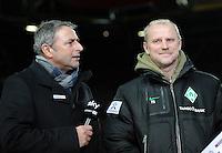 FUSSBALL   1. BUNDESLIGA  SAISON 2011/2012   18. Spieltag 1. FC Kaiserslautern - SV Werder Bremen        21.01.2012 Manager Klaus Allofs (li.) mit Trainer Thomas Schaaf (SV Werder Bremen)