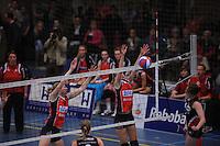 VOLLEYBAL: SNEEK: Sneker Sporthal, DELA League Play-Off Finale, 4e wedstrijd, 01-04-2012, VC Sneek DS1 - Sliedrecht Sport DS1, eindstand 1-3, blok van Monique Volkers (#12   VC Sneek), ©foto Martin de Jong