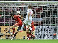 FUSSBALL  EUROPAMEISTERSCHAFT 2012   VORRUNDE Polen - Russland             12.06.2012 Alan Dzagoev (Mitte, Russland) erzielt das 0:1. Torwart Przemyslaw Tyton (Mitte) und Lukasz Piszczek (re, Polen) kommen zu spaet