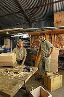 In Bernhard Koch's workshop at the Tomah Farm. Bernhard builds the Warré hives for Tim Malfroy.///Dans l'atelier de Bernhard Koch la ferme Tomah Farm. Bernhard s'occupe de la construction des ruches warré pour Tim Malfroy.