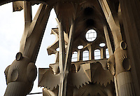 Lateral naves, La Sagrada Familia, Roman Catholic basilica, Barcelona, Catalonia, Spain, built by Antoni Gaudí (Reus 1852 ? Barcelona 1926) from 1883 to his death. Still incomplete. Picture by Manuel Cohen