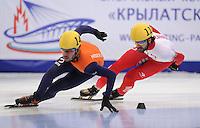 SHORT TRACK: MOSCOW: Speed Skating Centre ìKrylatskoeî, 13-03-2015, ISU World Short Track Speed Skating Championships 2015, 1500m Men, Sjinkie KNEGT (#148 | NED), Charles HAMELIN (#110 | CAN), ©photo Martin de Jong
