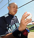 Munenori Kawasaki (Mariners),.MARCH 15, 2012 - MLB :.Munenori Kawasaki of the Seattle Mariners receives his home run ball after a spring training practice game against the Chicago White Sox in Glendale, Arizona, United States. (Photo by AFLO)