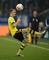 FUSSBALL   1. BUNDESLIGA   SAISON 2012/2013    25. SPIELTAG FC Schalke 04 - Borussia Dortmund                         09.03.2013 Marco Reus (Borussia Dortmund) Einzelaktion am Ball