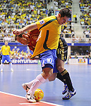 Fussball  International  FIFA  FUTSAL WM 2008   19.10.2008 Finale Brasilien - Spanien Brazil -  Spain Marcelo (ESP) Marquniho (re, BRA)
