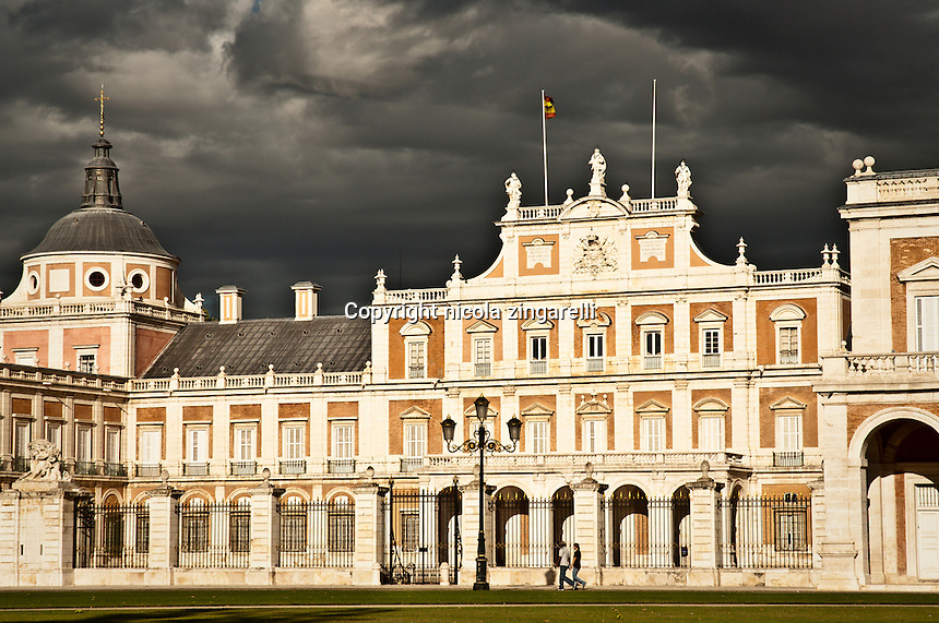 Tight view of the royal palace in Aranjuez. Full lit by ...