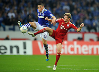 FUSSBALL   1. BUNDESLIGA   SAISON 2011/2012    6. SPIELTAG FC Schalke 04 - FC Bayern Muenchen                       18.09.2011 Kyriakos PAPADOPOULOS (li, Schalke) gegen Toni KROOS (re, Bayern)