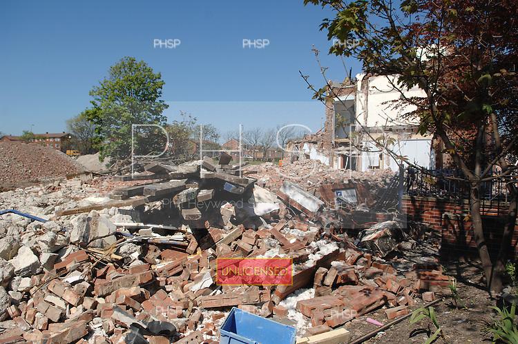 Blackpool 02.05.07.Devonshire Rd Hospital Demolition-Devonshire Rd front.