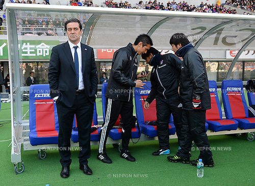 (L-R)   Massimo Ficcadenti,  Shiro Teramoto (FC Tokyo),<br /> MARCH 8, 2014 - Football / Soccer :<br /> FC Tokyo head coach Massimo Ficcadenti before the 2014 J.League Division 1 match between F.C.Tokyo 1-1 Ventforet Kofu at Ajinomoto Stadium in Tokyo, Japan. (Photo by AFLO)