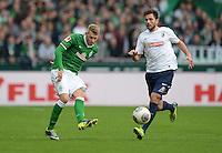 FUSSBALL   1. BUNDESLIGA   SAISON 2013/2014   9. SPIELTAG SV Werder Bremen - SC Freiburg                           19.10.2013 Aaron Hunt (li, SV Werder Bremen) gegen Admir Mehmedi (re, SC Freiburg)