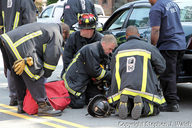 Motor vehicle crash 1662 Centre Street West Roxbury/Roslindale neighborhood with one injury.