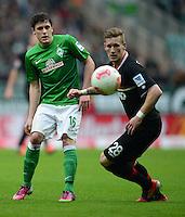 FUSSBALL   1. BUNDESLIGA   SAISON 2012/2013    24. SPIELTAG SV Werder Bremen - FC Augsburg                           02.03.2013 Zlatko Junuzovic (li, SV Werder Bremen) gegen Andre Hahn (re, Augsburg)