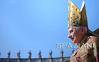 Palm Sunday mass Benedict XVI celebrating an in St. Peter's square, April 17, 2011
