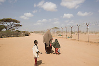 Kenya - Dadaab – 21st July 2011. Refugees who arrived last night or this morning are walking to Dagahaley camp after having been registered at the center.