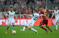 FUSSBALL  DFB-POKAL  HALBFINALE  SAISON 2012/2013    FC Bayern Muenchen - VfL Wolfsburg            16.04.2013 Jan Polak (li, VfL Wolfsburg) gegen Thomas Mueller (re, FC Bayern Muenchen)