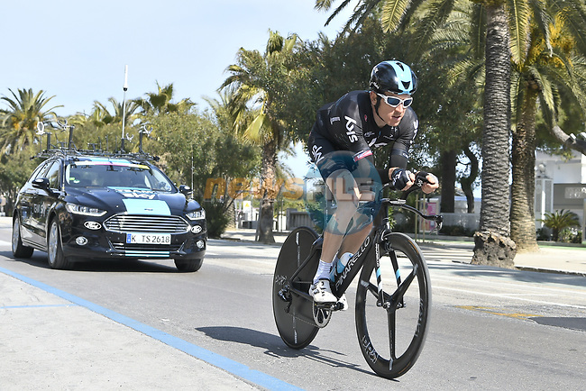Geraint Thomas (WAL) Team Sky recons the course before Stage 7 of the 2017 Tirreno Adriatico a 10km Individual Time Trial at San Benedetto del Tronto, Italy. 14th March 2017.<br /> Picture: La Presse/Fabio Ferrari | Cyclefile<br /> <br /> <br /> All photos usage must carry mandatory copyright credit (&copy; Cyclefile | La Presse)