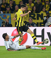 FUSSBALL  CHAMPIONS LEAGUE  HALBFINALE  HINSPIEL  2012/2013      Borussia Dortmund - Real Madrid              24.04.2013 Raphael Varane (li, Real Madrid) gegen Robert Lewandowski (re, Borussia Dortmund)