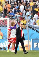 FUSSBALL WM 2014                ACHTELFINALE Argentinien - Schweiz                  01.07.2014 Trainer Ottmar Hitzfeld (Schweiz) verlaesst nach dem Abpfiff enttaeuscht den Platz