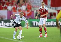 FUSSBALL  EUROPAMEISTERSCHAFT 2012   VORRUNDE Daenemark - Deutschland       17.06.2012 Lars Bender (li, Deutschland) gegen Nicklas Bendtner (re, Daenemark)