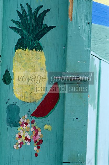 Les Bahamas /Ile d'Eleuthera/Harbour Island/Dunmore Town: détail de l'enseigne d'un des petits bar de rue dans les cabanons prés du port