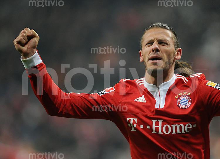 Fussball 1. Bundesliga   Saison   2009/2010  18. Spieltag  15.01.2010 FC Bayern Muenchen  - 1899 Hoffenheim JUBEL FC Bayern, Torschuetze zum 1-0  Martin Demichelis