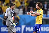 FUSSBALL WM 2014  VORRUNDE    Gruppe A    12.06.2014 Brasilien - Kroatien Torwart Julio Cesar (li) und David Luiz (re, beide Brasilien) nach dem Abpfiff