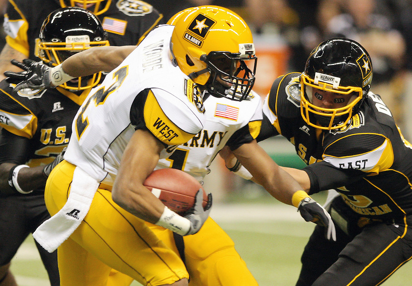 West's Robert Woods, left, is pursued by East defenders during the U.S. Army All-American Bowl, Saturday, Jan. 9, 2010, at the Alamodome in San Antonio. (Darren Abate/pressphotointl.com)