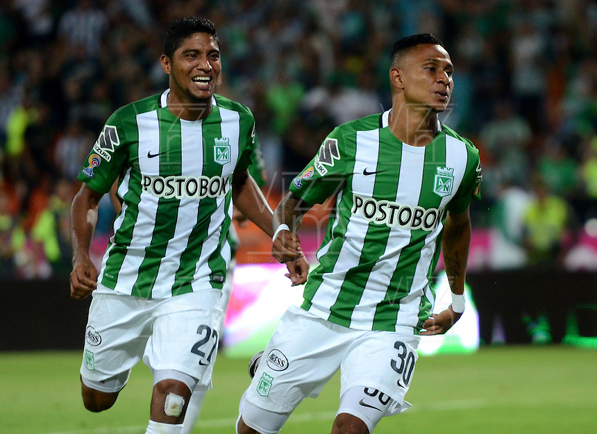 MEDELLÍN -COLOMBIA - 27-03-2016: Arley Rodriguez (Der.), jugador de Atletico Nacional celebra el gol anotado a Deportivo Cali durante partido aplazado entre Atletico Nacional y Deportivo Cali, por la fecha 6 de la Liga Águila I 2016 jugado en el estadio Atanasio Girardot de la ciudad de Medellín. / Arley Rodriguez (L), player of Atletico Nacional, celebrates a goal scored to Deportivo Cali during a postponed match between Atletico Nacional and Deportivo Cali for the date 6 of the Aguila League I 2016 played at Atanasio Girardot stadium in Medellin city. Photo: VizzorImage/León Monsalve/Str.