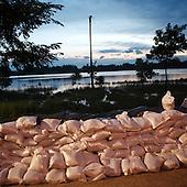 DOBRZYKOW, POLAND, MAY 24, 2010:.Sand bags wall at dusk..The latest chapter of disastrous floods in Poland has been opened yesterday, May 23, 2010, after Vistula river broke its banks and flooded over 25 villages causing evacualtion of most inhabitants..Photo by Piotr Malecki / Napo Images..DOBRZYKOW, POLSKA, 24/05/2010:.Sciana z workow z piaskiem wczesnym rankiem. Najnowszy akt straszliwych tegorocznych powodzi zostal rozpoczety wczoraj gdy Wisla przerwala waly na wysokosci wsi Swiniary kolo Plocka..Fot: Piotr Malecki / Napo Images ..